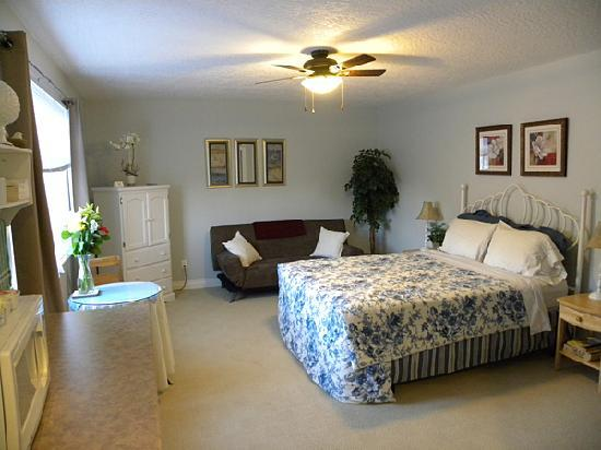 """Benvenuto Bed & Breakfast: A view inside our room """"The Robin's Nest""""."""