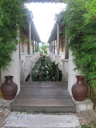 Mayangsari Dungun: Path to the rooms