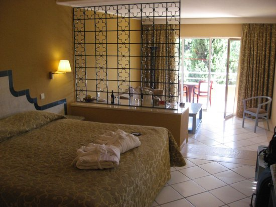 Falesia Hotel: Superior room which we upgraded to
