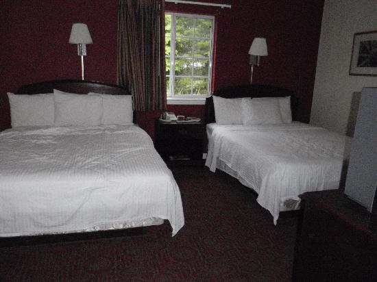 Luxbury Inn & Suites: Bedroom