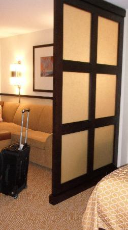 Hyatt Place South Bend: wall between the bed &amp; living area