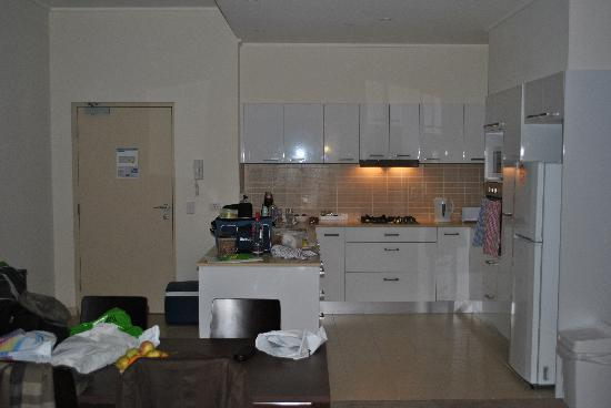 Glenelg Pacific Apartments: Kitchen