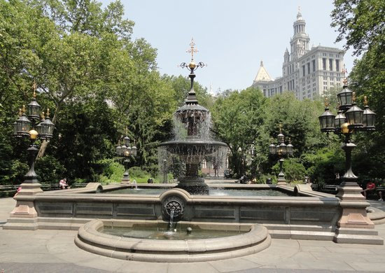 New York City, NY: Fountain in a park