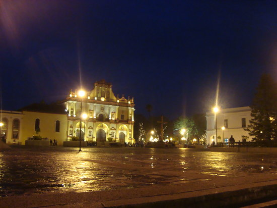 Centro de San Cristobal de las casas a dos cuadras del hotel