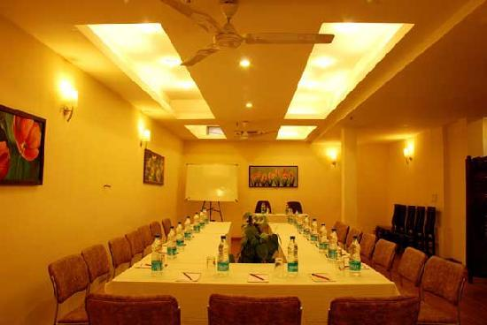 Dolphinn Grand: Conference Hall