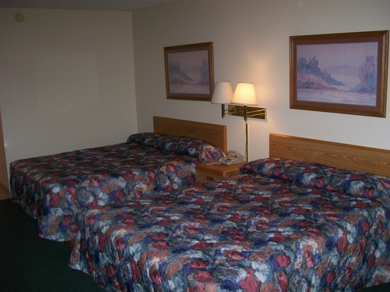 Fields Park Motel: beds