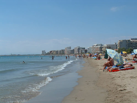 Roses, Spanien: Playa de arenas finas