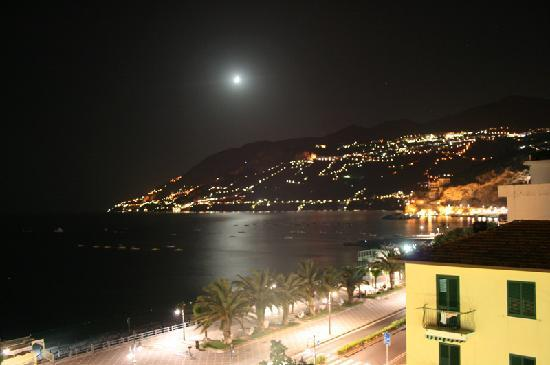 Pietra Luna Hotel: Night view
