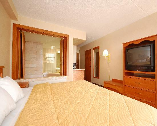 Comfort Inn Southwest: Single King Bed with Whirlpool Suite