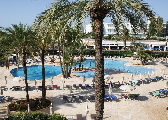 Protur Sa Coma Playa Hotel &amp; Spa: The view of the pool from our room.
