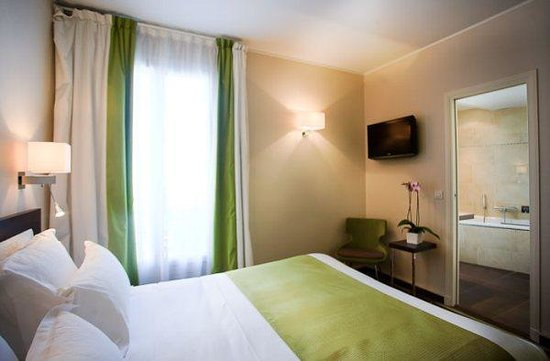 green bedroom picture of doisy etoile hotel paris tripadvisor. Black Bedroom Furniture Sets. Home Design Ideas