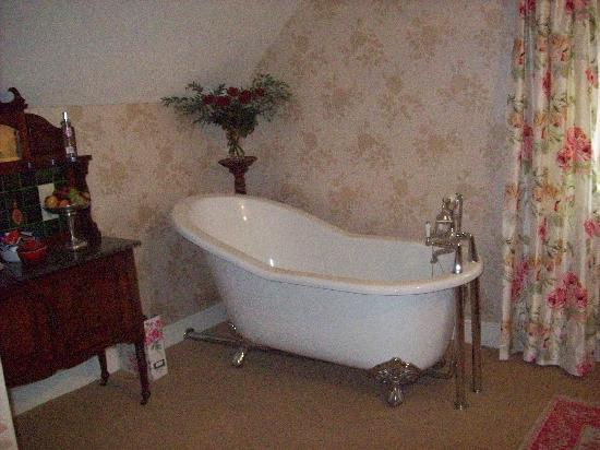 Roxbro House: The Owners Suite- slipper bath!