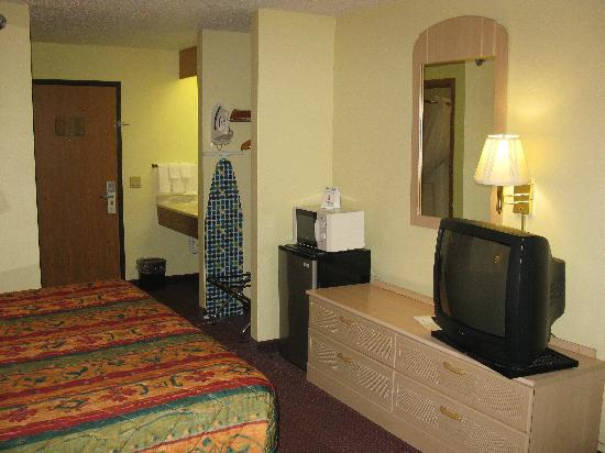 Super 8 Indianola/Des Moines Area: Room 115