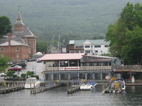 Lake George, Нью-Йорк: a view from the lake