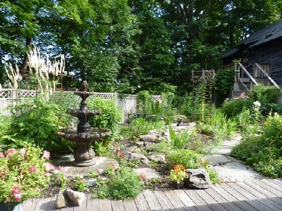 Sugar Loaf Bed and Breakfast: Sugar Loaf BnB - garden