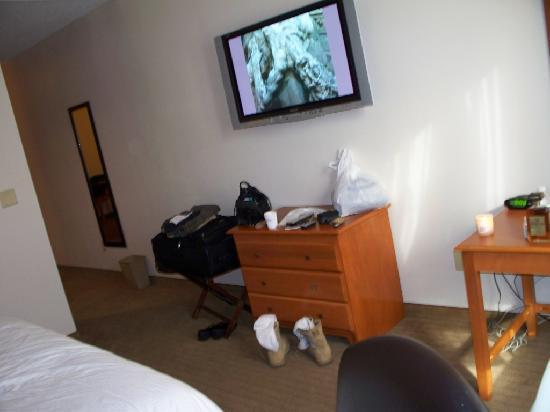 Plasma Tv Picture Of Baymont Inn Suites Savannah Garden City Garden City Tripadvisor
