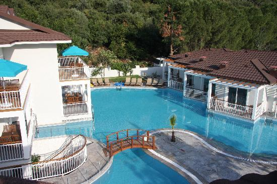 Mozaik Boutique Hotel Rooms & Apartments: lagoon style swimming pool