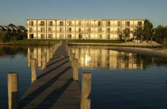 The Bay Resort: exterior bayside