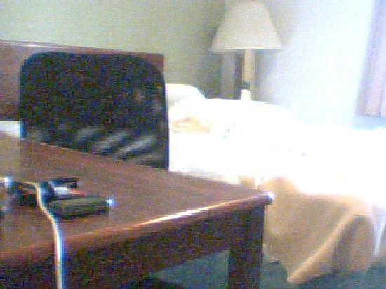 Extended Stay America - Dayton - Fairborn: Bed/table