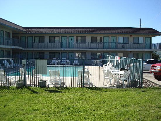 Motel 6 Casper: The motel and the pool