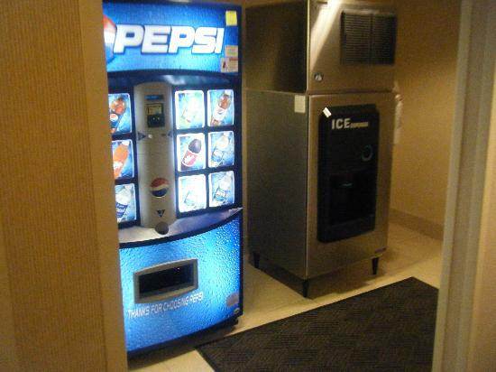 Fairfield Inn & Suites Clermont: Vending Area
