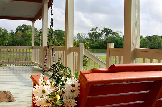 Maison D'Memoire Bed & Breakfast Cottages: Sweet Surrender Cottage Porch