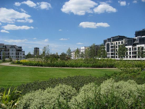 The Chelsea Harbour Hotel: Park next to hotel