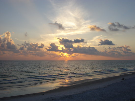 Bradenton Beach, FL: We watched the sunset from the deck outside our room