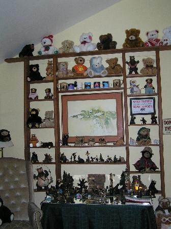 Moose Gardens Bed and Breakfast: The delightful bear room