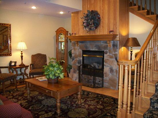 Country Inn & Suites By Carlson, Cortland: Beautiful lobby