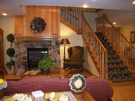 Country Inn & Suites By Carlson, Cortland: Comfortable lobby