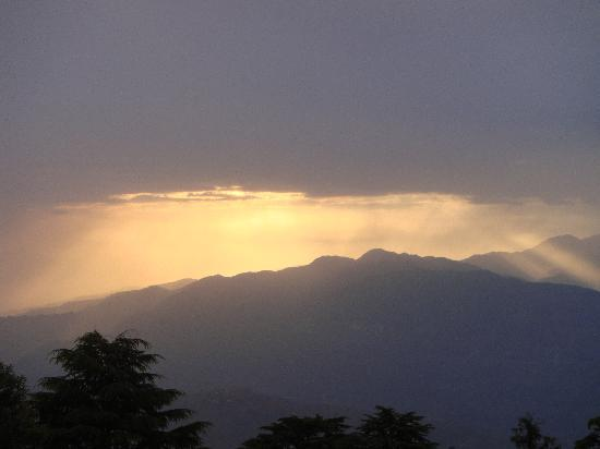 Dalhousie, India: Sunset after Rain in Kalatop