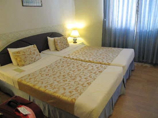 Chinatown Hotel: Twin bed