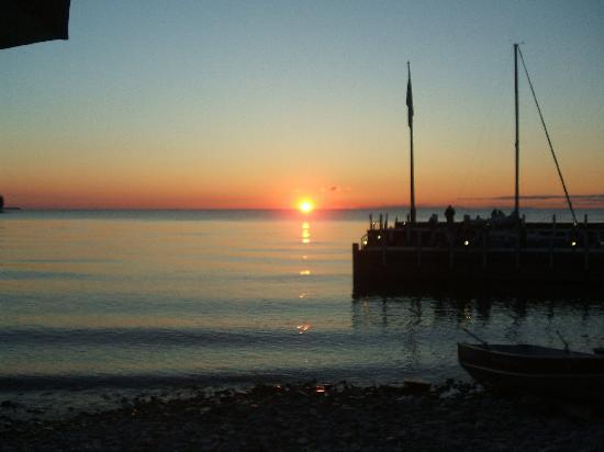 Sister Bay, WI: Awesome sunset views while dining at Fred & Fuzzy's