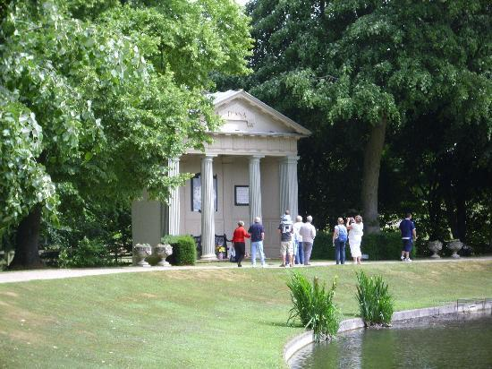 Northamptonshire, UK: Diana's memorial