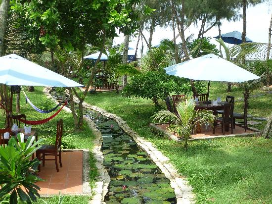 Île de Phu Quoc, Vietnam : cassia cottages outdoor dinning