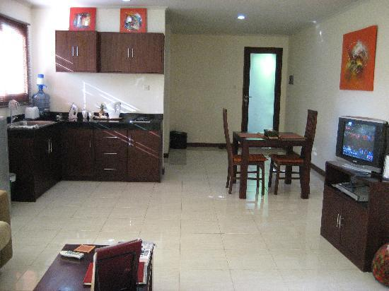 Sekuta Condo Suites: apartment showing kitchen area.