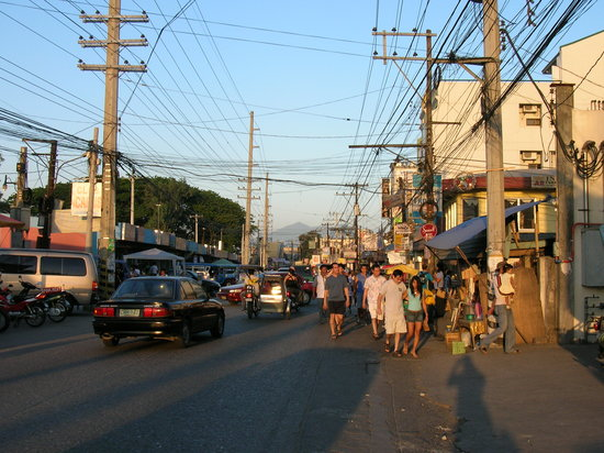 angeles city philippines. camminando per Angeles City