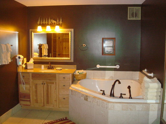 Lake City, MN: superior suite bathroom