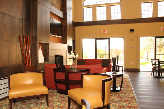 Quality Inn & Suites North: Lobby