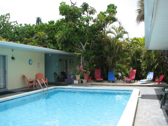 Sunshine Island Inn: View of the pool
