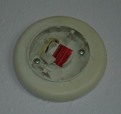 Orchard Inn: Smoke detector? Clearly not working