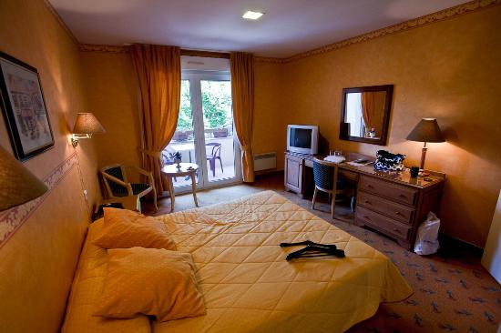 Saint-Céré, France : room