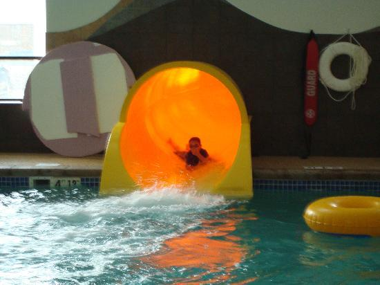 Comfort Inn & Suites: my son had so much fun on the slide
