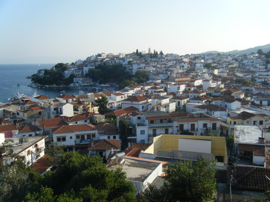 On our walk from vromolimnos to kanapitsa picture of for Skiathos town hotels