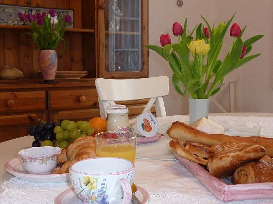 La Nuit Charentaise: Breakfast room