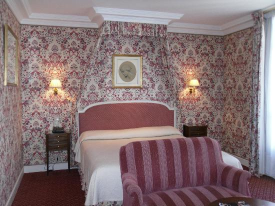 Victoria Palace: Our Parisian room