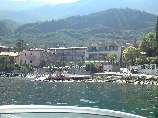 Hotel Castello Lake Front: Frontal vom See