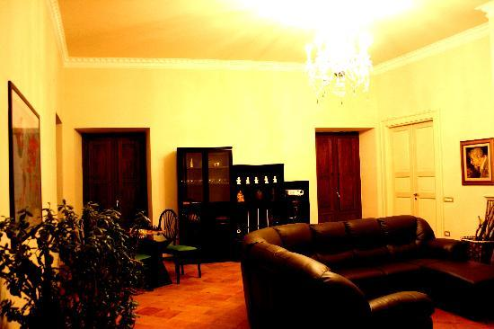 Piedimonte Matese, Italy: Living room area where you can play cards, chess or watch films on our projector.