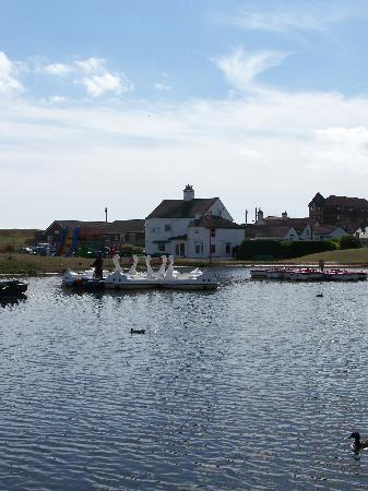 Mablethorpe, UK: Colours Guesthouse across the lake